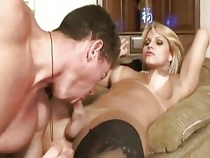 Shemale Gets Fucked On The Floor On Homemade Webca