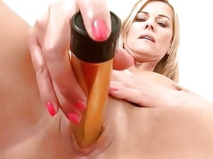 Sultry Milf Carrie Dealings Knick-knack Making out