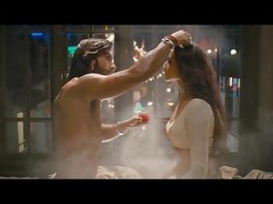 Deepika Padukone – Steaming Smooching Sequences