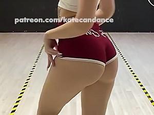 PAWG sexy babe caboose twerking