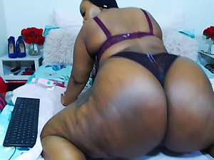 SUPER THICK curvy ebony beauty wiggling her HUGE BOOTY!!