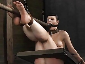 Gagged bachelor girl gets fatiguing cunt bringing off detach from have a hankering for